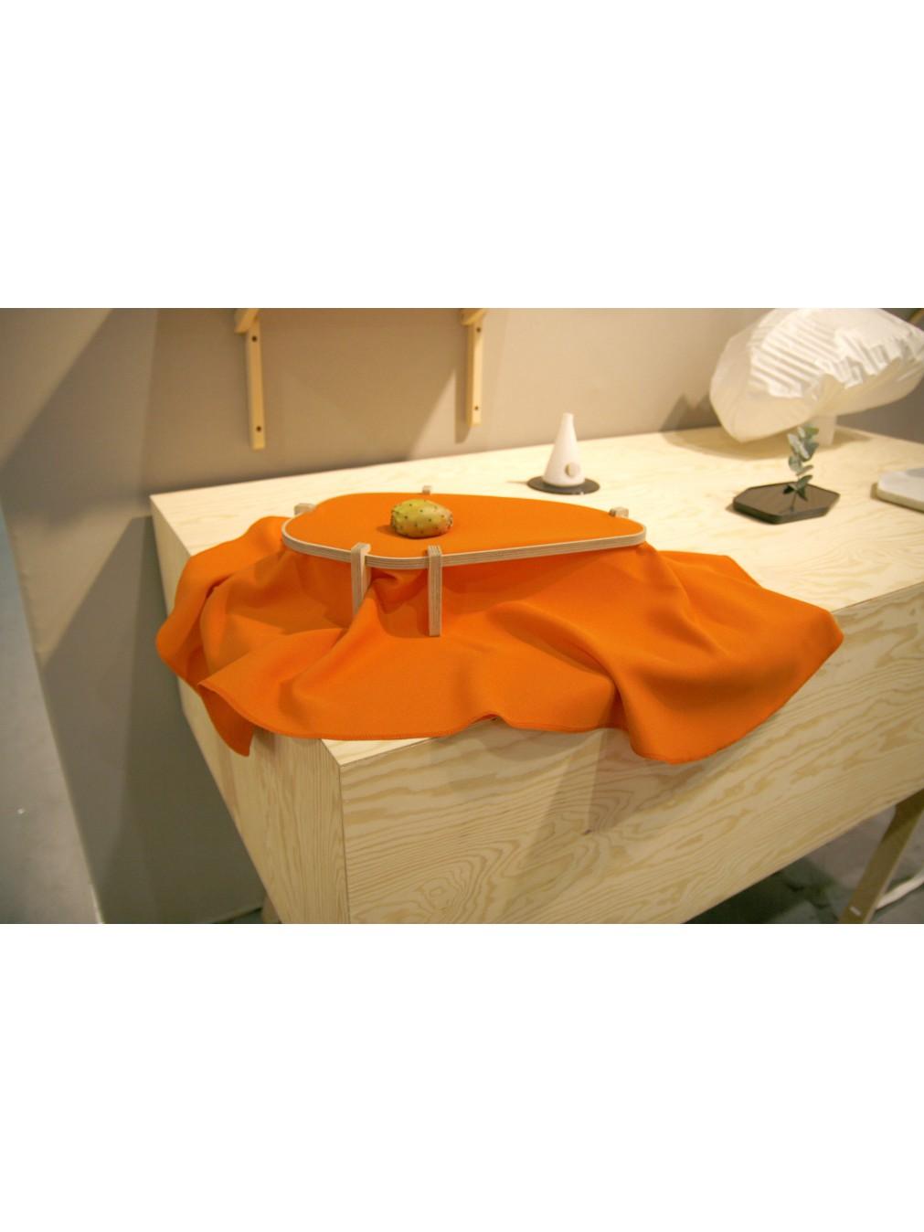 tables centres benjamin graindorge dress table centre. Black Bedroom Furniture Sets. Home Design Ideas